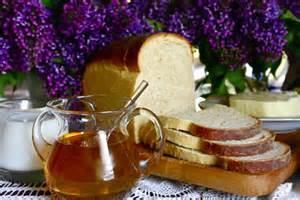 honey toast and milk